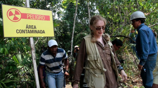 US actress Mia Farrow visits Lago Agrio, Aguarico, Ecuador, on January 28, 2014. AFP PHOTO/JUAN CEVALLOS (Photo credit should read JUAN CEVALLOS/AFP/Getty Images)