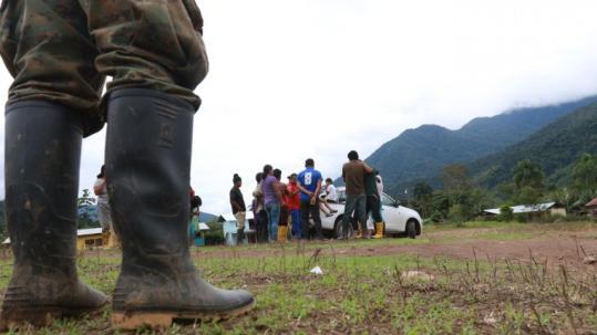 Pobladores. Los dirigentes denuncian el ingreso de militares a su territorio. (HENRY LAPO / Expreso)