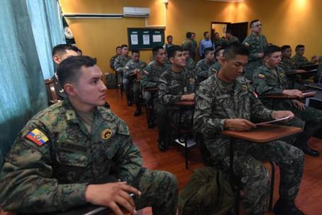 Grupo de soldados de Perú y Ecuador, en capacitación. Foto: El Universo