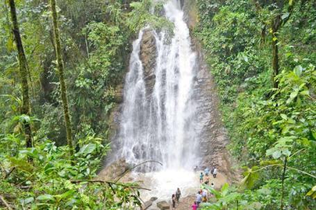 ATRACTIVO. La cascada fue declarada recientemente como 'espacio turístico parroquial'. (La Hora)