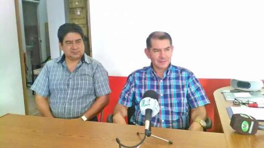 INFORME. Raúl Morales y Patricio Meza, directivos de la Fundación Las Orquídeas. Foto: La Hora