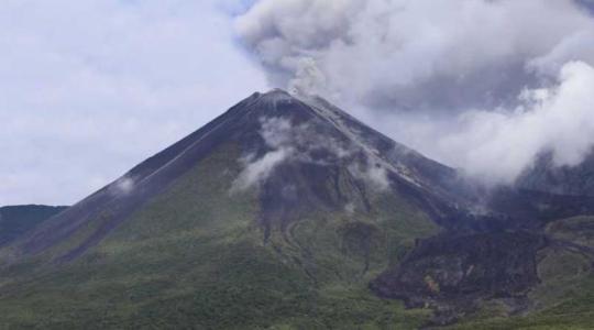 El cráter del volcán Reventador se observa así desde el campamento Azuela. Foto: El Comercio