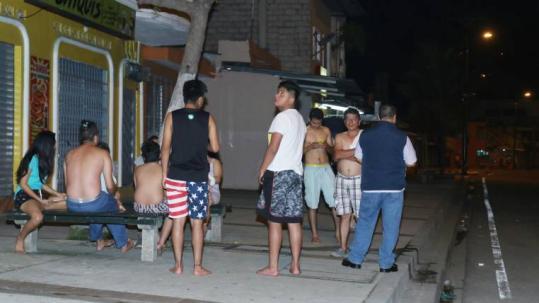 Habitantes de Guayaquil evacuaron sus hogares como medida de seguridad. Foto: Expreso