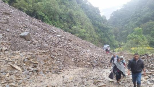 Lluvias provocaron deslizamientos en los kilómetros (km) 26 y 29 de la vía Sígsig-Chigüinda-Gualaquiza. Foto: El Mercurio