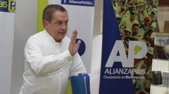 Cargos. Patiño fue ministro de Economía, Defensa y excanciller de Correa. Foto: Expreso