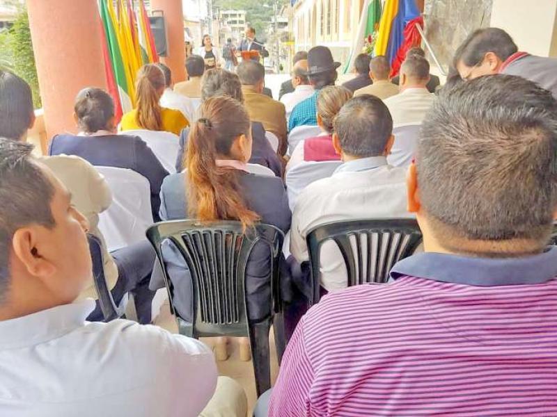 Foto: La Hora / Festejos. Autoridades presentes en hora cívica para honrar a la patrona de la provincia.