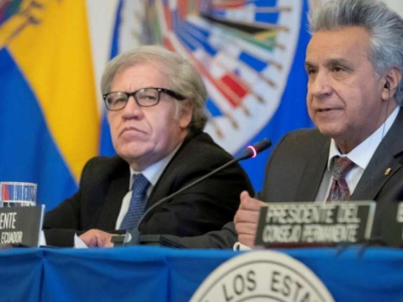 El presidente de Ecuador, Lenín Moreno (d), ofrece un discurso junto al secretario general de la Organización de Estados Americanos (OEA), Luis Almagro (i), durante una sesión protocolaria del Consejo Permanente de la OEA, este miércoles en Washington (Estados Unidos).  Foto: El Telégrafo