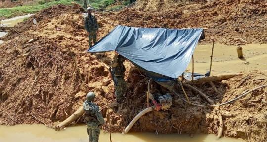 2 campamentos de minería ilegal fueron localizados en Sucumbíos / foto cortesía Fuerzas Armadas