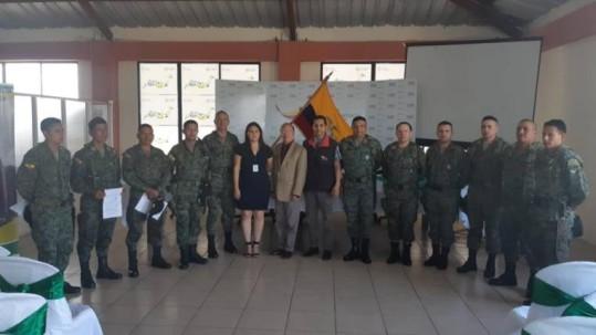 Foto: Expreso. Los militares fueron homenajeados por sus labores de rescate con las víctimas.