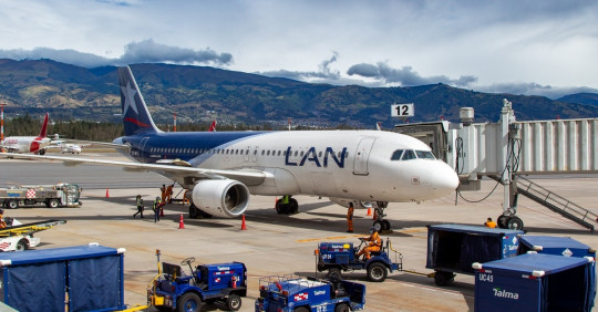 Quito reanuda conexión aérea con Lima con tres vuelos a la semana de Latam / Foto: EFE