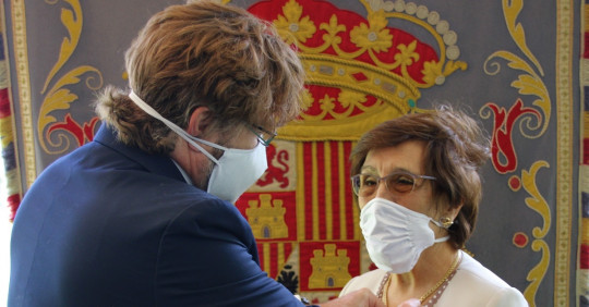 España condecora a primera directora de la Academia Ecuatoriana de la Lengua / Foto: EFE