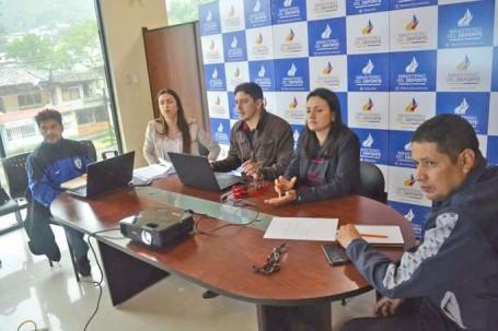 Autoridades del Ministerio del Deporte y FEDE Zamora finiquitando detalles para la realización de los Juegos Binacionales. Foto: La Hora