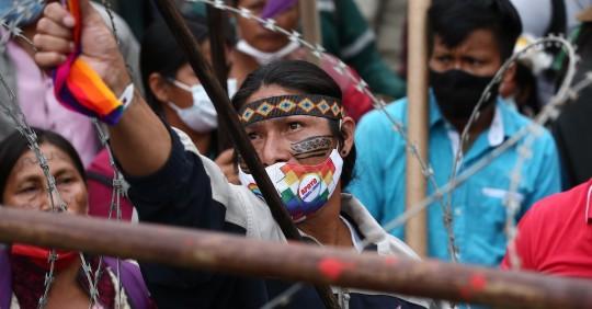 Marcha indígena avanza hacia Quito para exigir el recuento de votos / Foto EFE