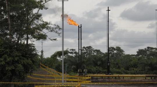 Foto referencial. Ecuador forma parte de un tratado para terminar con la quema de gas en los próximos años. Foto: El Comercio