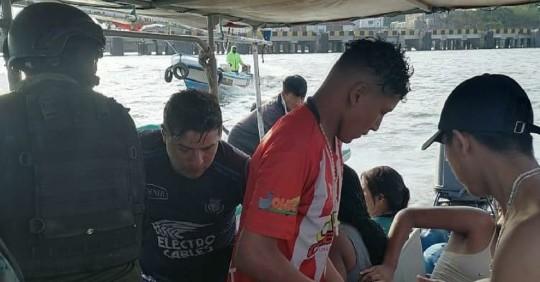 Regresan a su país 18 sobrevivientes de naufragio en el Pacífico / Foto: EFE