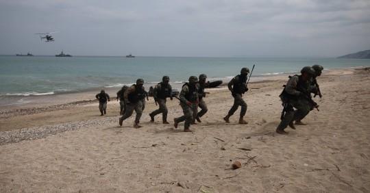 """Con un desembarco en playa """"hostil"""" concluyen maniobras de Unitas / Foto: EFE"""