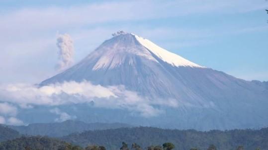 El Sangay ya venía presentando actividad eruptiva, según reportes previos del Instituto Geofísico. Foto: Expreso