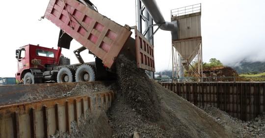 Ecuador sumó 646 millones de dólares en exportaciones mineras hasta octubre / Foto: EFE