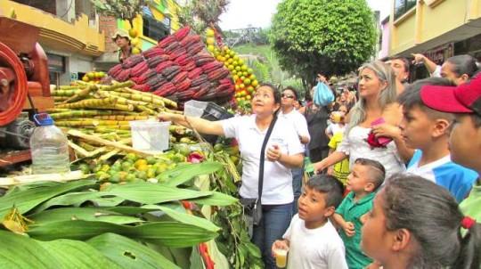 Una gran fiesta de alegría se vivió en el pregón de la Pachamama Raymi. Foto: La Hora