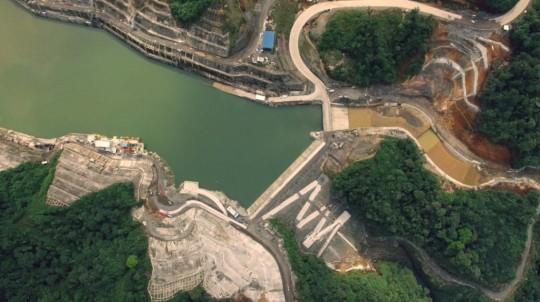 Imagen referencial de la Central Hidroeléctrica Coca Codo Sinclair tomada desde el aire, en 2016 por el Ministerio de Energía. - Foto: Ministerio de Energía