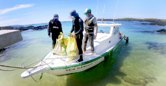 Extraen de los fondos marinos de Galápagos 2.239 kilos de basuras / Foto: Cortesia del Ministerio de Ambiente