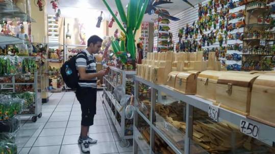 Turistas que visitan el lugar se asombran por la variedad de productos. Foto: La Hora