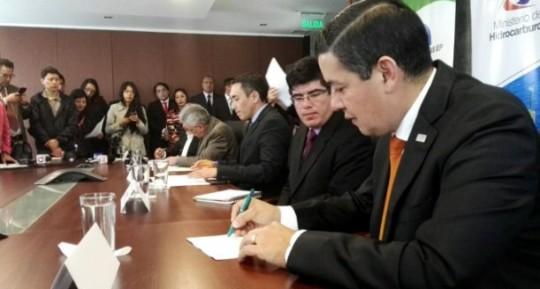 CELEC y Petroamazonas firman dos convenios de generación eléctrica en campos petroleros. Foto: Ecuavisa