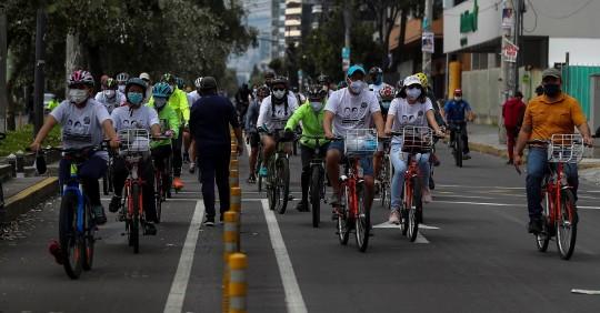 """""""Pedaleada por la paz"""" en Quito en homenaje a periodistas asesinados en 2018 / Foto: EFE"""
