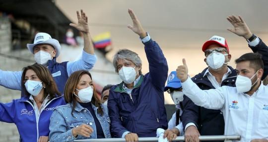 Guillermo Lasso recorre barrios del sur de Quito en cierre anticipado de campaña / Foto EFE