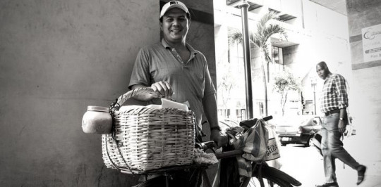 Un vendedor anónimo en Quito, Ecuador. Foto: Antigua Report
