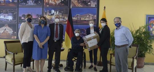 El presidente del Poder Legislativo, César Litardo, entregó cientos de kits de alimentos a varias familias en cinco zonas de la provincia de Los Ríos. Foto: Cortesía Asamblea Nacional
