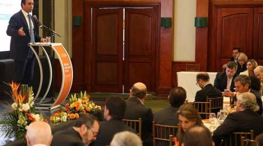 El ministro Pablo Campana participó en marzo pasado en un foro de inversiones en Quito. Foto: El Comercio