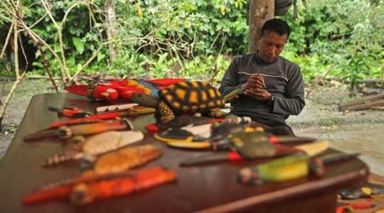 Byron Andi es un artesano de la comunidad kichwa Añangu. Foto: El Comercio
