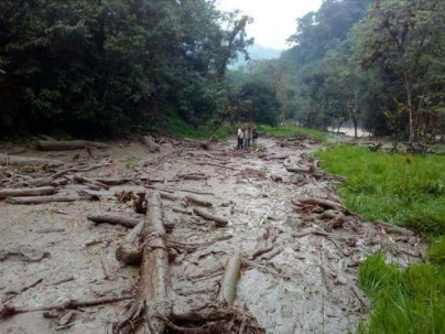 Uno de los cuerpos fue localizado cerca del río Sardinas. Foto: Ecuavisa