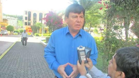 Absalón Campoverde indica que fiscalizará el correcto uso de los fondos que reciban los gobiernos cantonales y provinciales. Foto: La Hora