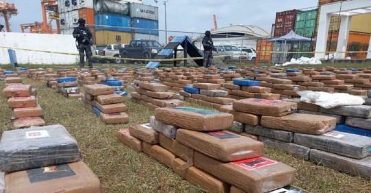 La Policía halló dos toneladas de cocaína en Guayaquil que iban a ser embarcadas a Rusia / Foto: cortesía Policía Nacional