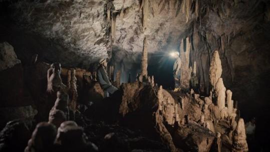 El interior de la Cueva de los Tayos (Foto: Miguel Garzón) Image caption La Cueva de los Tayos está ubicada en el sureste de Ecuador, la cual ha fascinado a muchos expedicionarios desde hace décadas. Foto: BBC
