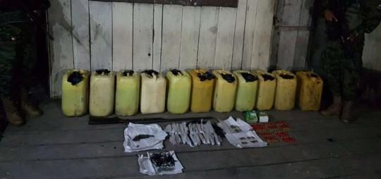 Militares localizaron los materiales en una vivienda abandonada. Foto: El Telégrafo