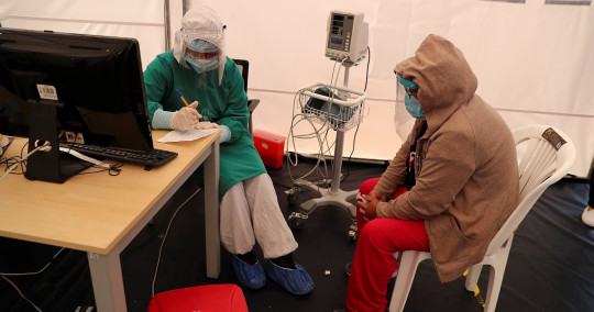 De acuerdo a los datos oficiales, los decesos en el país se reparten entre 9.714 confirmados por pruebas PCR y 4.605 probables. Foto: EFE