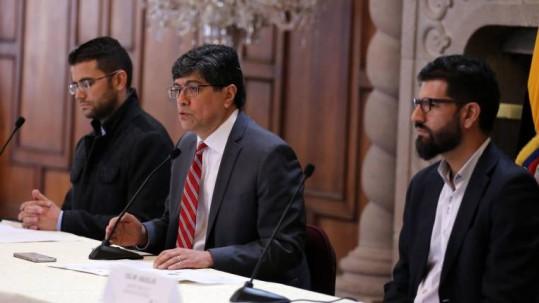 Ministro José Valencia (c) señaló que aún no han recibido respuesta del Gobierno bolivariano. Foto: Expreso