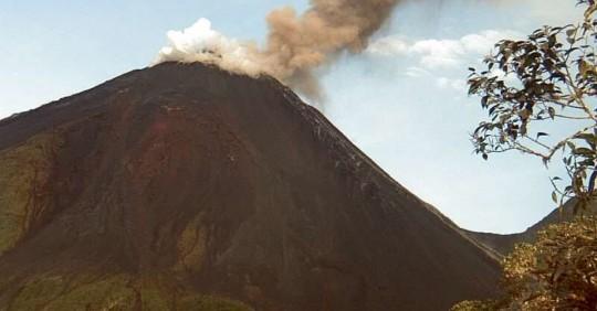 El volcán Reventador registra actividad alta/ Foto: cortesía Instituto Geofísico