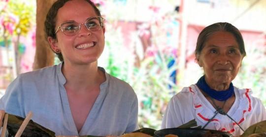 María Brown recorrió Sarayaku por daños en escuelas / Foto: cortesía Ministerio de Educación
