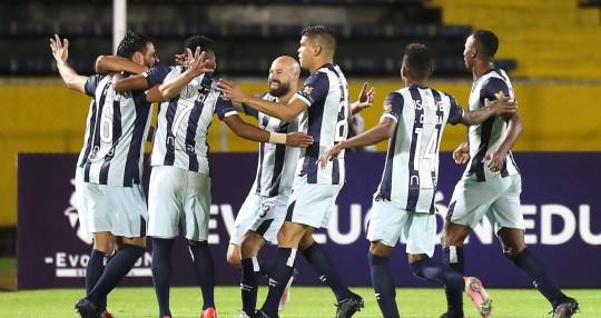 Universidad Católica clasificó a la segunda fase de la Copa Libertadores / Foto EFE