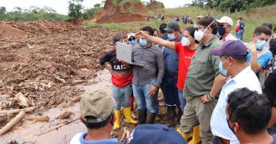 Autoridades verifican presunto daño ambiental en botadero de basura del GAD de Orellana / Foto: Cortesía del Ministerio de Ambiente