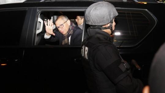 Glas llegó a las 23:37 a la cárcel 4 de Quito, para dar cumplimiento a la orden de prisión preventiva. Foto: Expreso