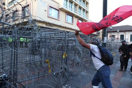 La Policía controló manifestación sindical en Quito. Foto: EFE