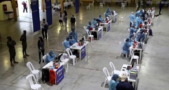 Ecuador inicia la vacunación masiva al sector turístico / Foto: EFE