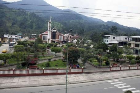 La plaza central de Los Encuentros, en el cantón Yantzaza, provincia de Zamora Chinchipe. Foto: La Hora
