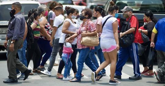 En el informe, el Ministerio precisó que en Pichincha la cifra positivos por SARS-CoV-2 llegó a 70.302 casos, 319 más que el martes. Foto: EFE