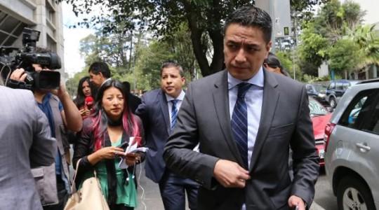 Édgar Molina, abogado de Pamela Martínez, en una de las diligencias judiciales. Foto: El Comercio